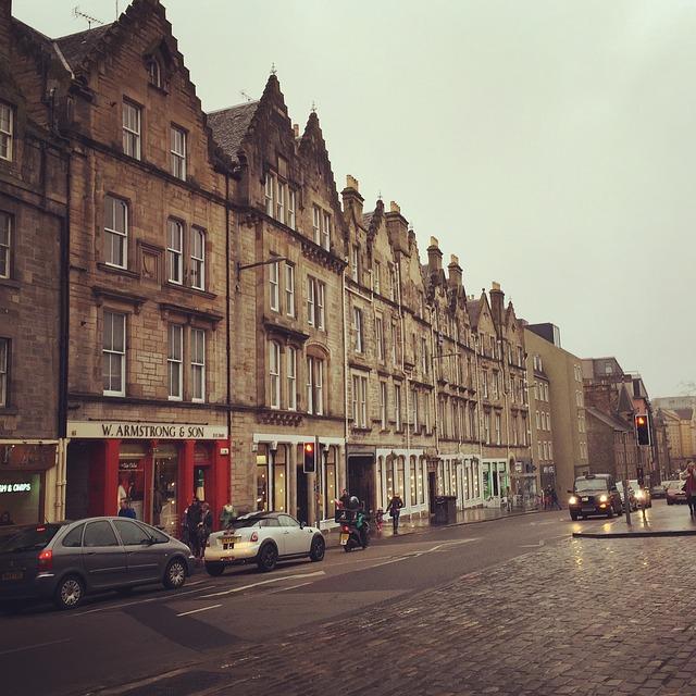 Gli stipendi e il costo della vita a Edimburgo: è fattibile?